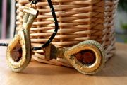 R86 - Με ξύλινες τάπες (17€)